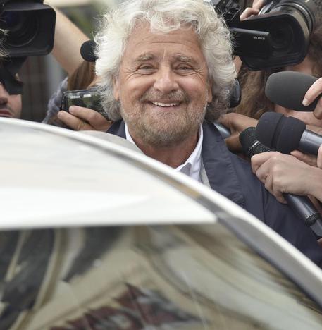 """Grillo atterra in Sicilia: """"Eccoci siamo pronti"""""""