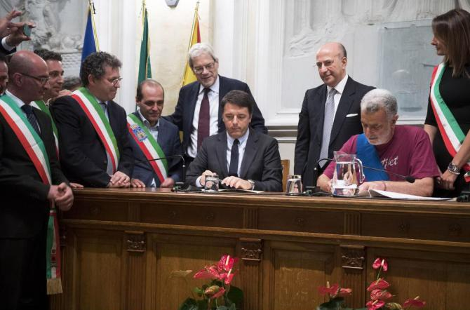 Renzi firma a Messina il Patto per lo sviluppo dell' area metropolitana