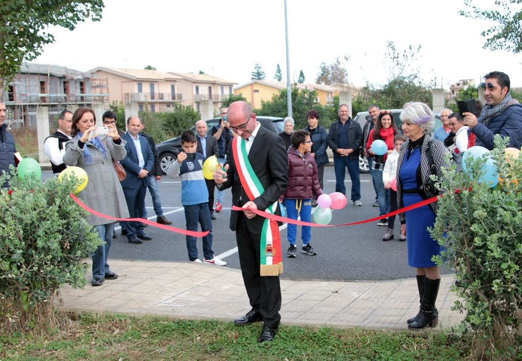 Il  sindaco Formica inaugura a Bastione uno spazio verde con giochi per bambini