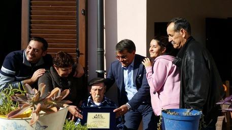 Compie 111 anni uomo più vecchio Italia