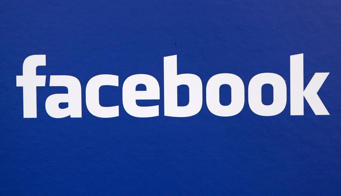 Usa Facebook mentre si trova ai domiciliari, va in carcere