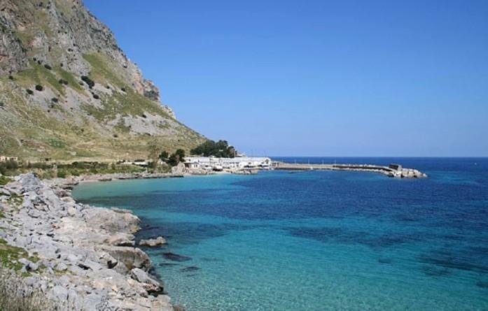 Cadavere trovato in mare a Palermo