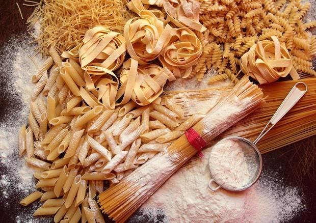 Con meno pane e pasta perdita peso più che eliminando i grassi