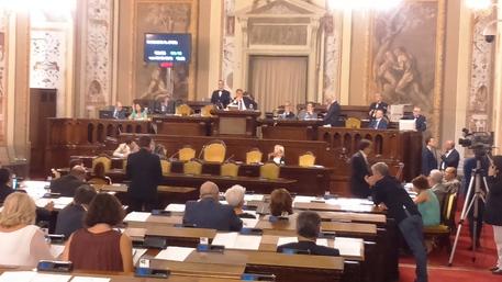 Pioggia di emendamenti si impantana la legge di stabilità siciliana