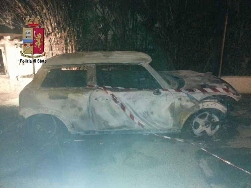 Messina / Perseguita l'ex e incendia l'auto di un amico: arrestato 21enne