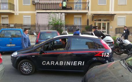 Palermo/ Tenta di uccidere figlio e si suicida