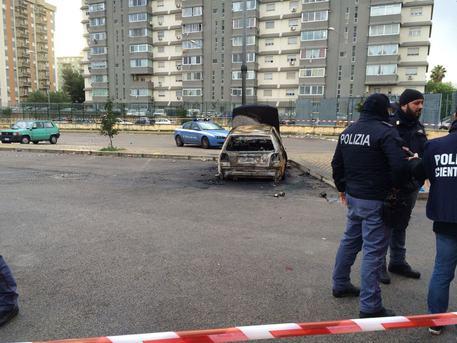 Cadavere carbonizzato in auto a Palermo