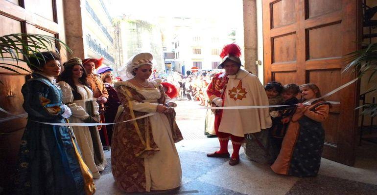 """Monte di Pietà, mostra di armature e costumi in occasione della V edizione della """"Cavalcata storica dei Cavalieri della Stella"""""""