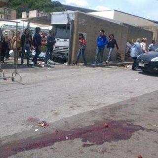Messina, agguato al mercato, due feriti
