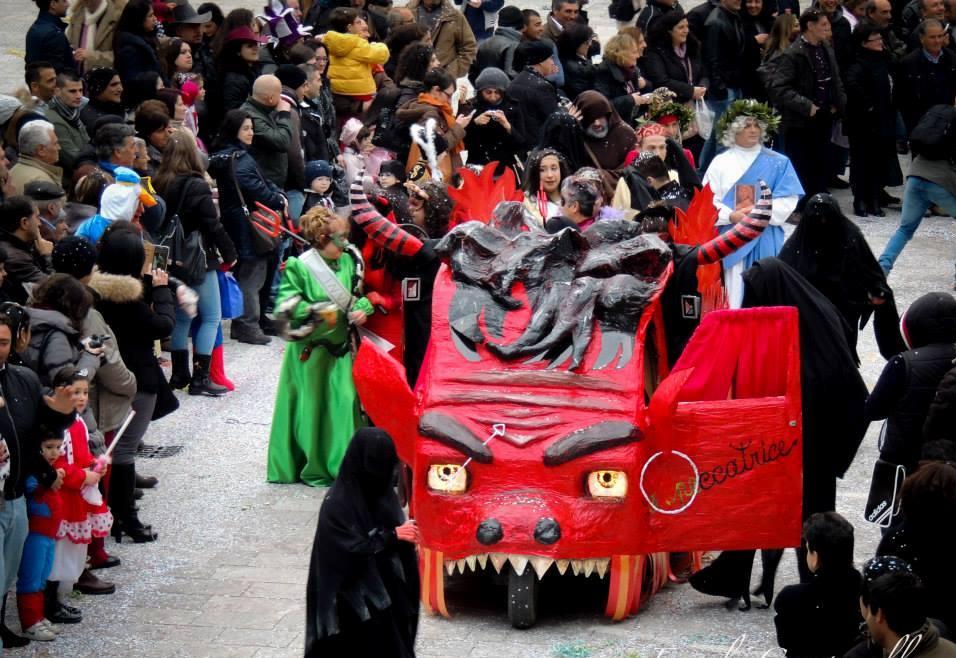 A S. Lucia del Mela l'unico Carnevale siciliano in motoape