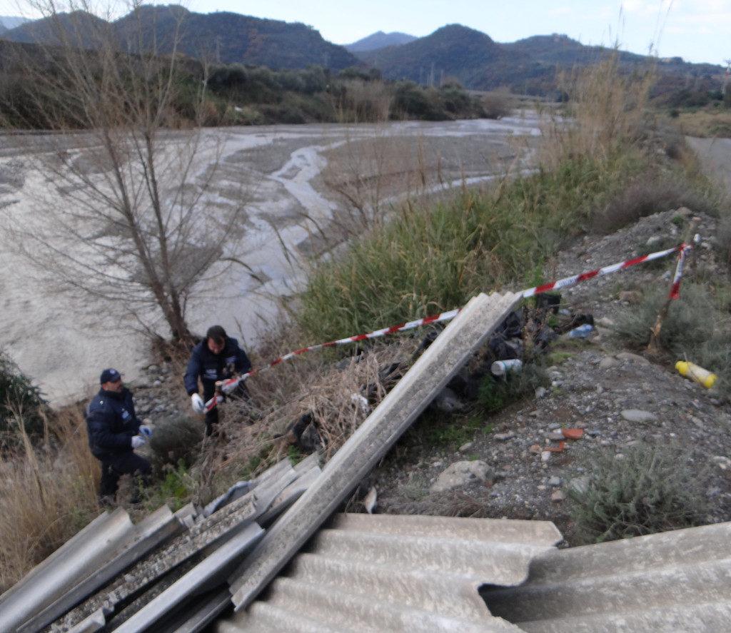 Mazzarrà Sant'Andrea, la Polizia Metropolitana sequestra un'area con rifiuti pericolosi