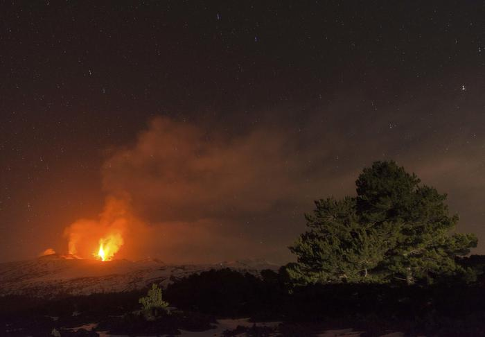 Eruzione Etna, continua attività stromboliana