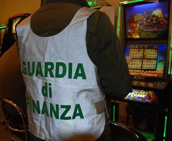 Utili in nero dai videopoker e dalle slot machine, sequestro beni da quasi mezzo milione a Palermo