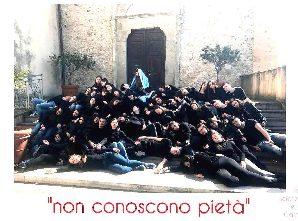 Singolare iniziativa degli studenti del liceo di Castroreale (Messina)