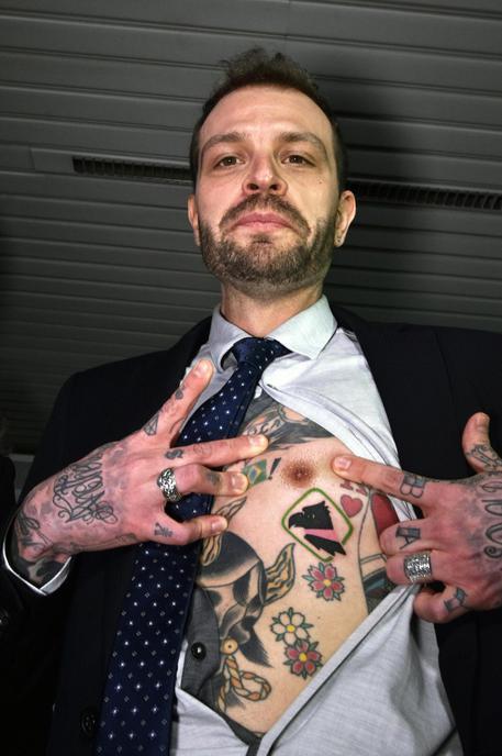 Baccaglini si fa tatuare simbolo Palermo