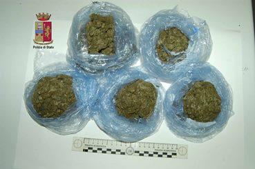 Barcellona P.G. – Marijuana nella cappa della cucina, arrestato 37enne