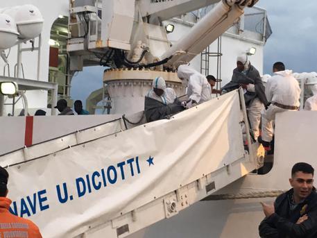 484 migranti salvati da Guardia costiera, sette i morti
