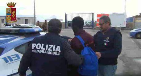 Ruba portafogli e svuota conto vittima, un arresto a Messina