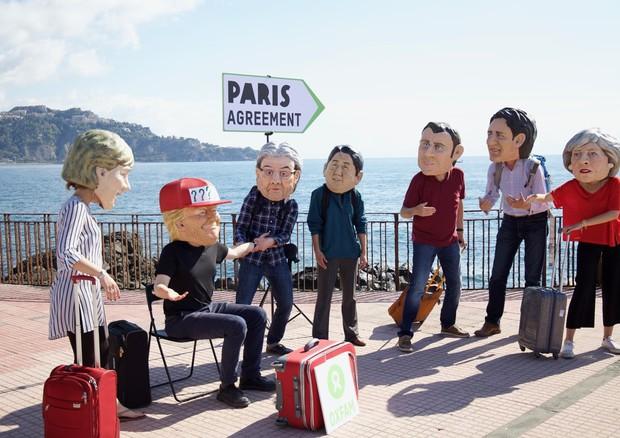 Al G7 flash mob Greenpeace e Oxfam, rispettare l'accordo sul clima