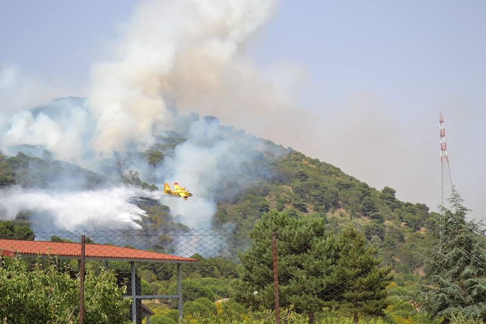 Emergenza incendi: Il vento di scirocco sposta le fiamme dalla Madonie ai Nebrodi