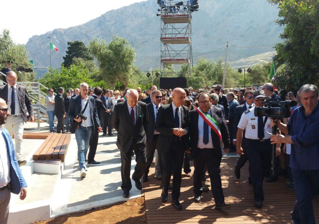 Strage Falcone 25 anni dopo, il Ministro dell'Interno e il capo della polizia al giardino della memoria