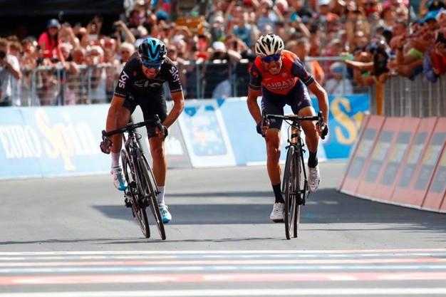 """Giro d'Italia: il ritorno dello """"Squalo"""" che vince a Bormio."""