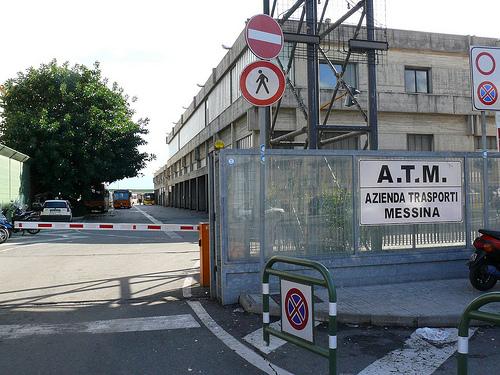 Messina, lavoratori Atm protestano in Prefettura
