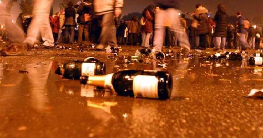 Ordinanza del sindaco di Barcellona: dalle 22 stop alle bevande per asporto in bicchieri di vetro