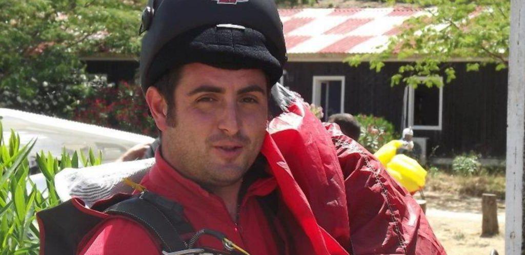 Paracadutista si schianta e muore