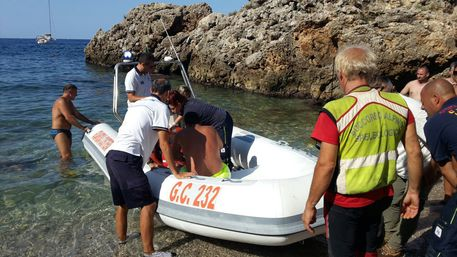 Onda anomala a Scopello,soccorsi turisti