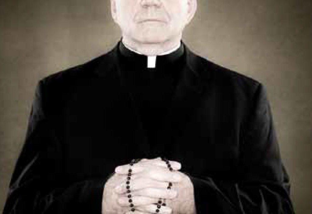 Stipendi senza lavorare,prete a giudizio