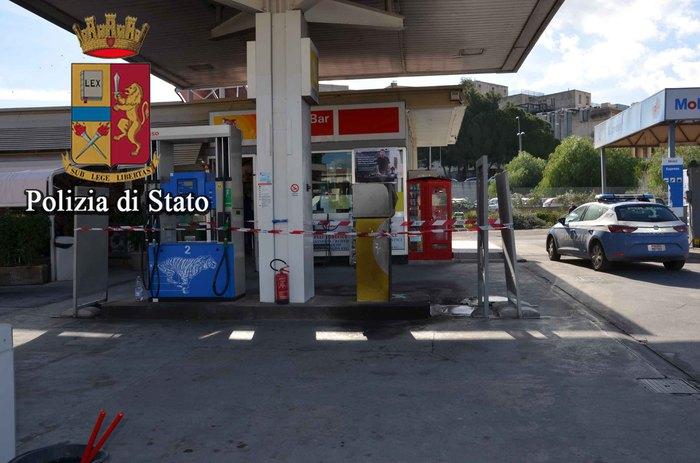 Da fuoco a pompa benzina per due euro