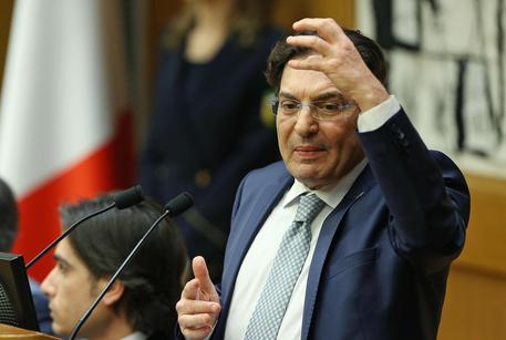 Crocetta contro Renzi,politico medievale