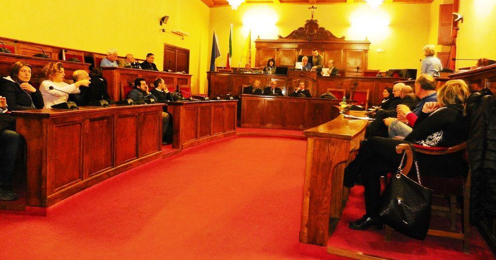 La seduta di consiglio comunale aperto sulla questione rifiuti e bollette Tari