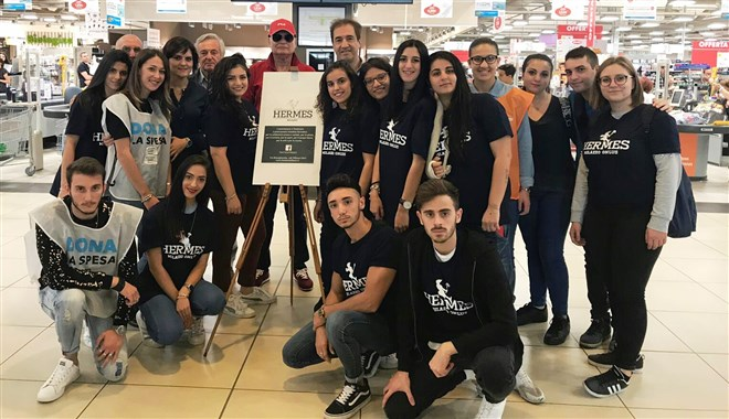 Studenti e docenti del Majorana di Milazzo sostengono la colletta alimentare presso il Parco Corolla