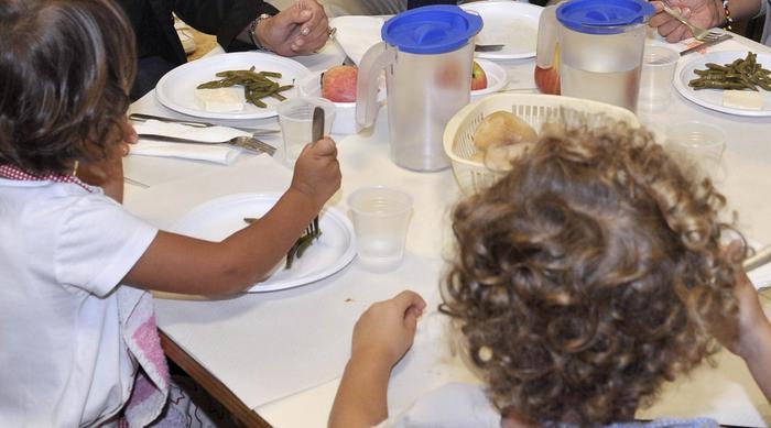Comune non paga mensa, genitori si autotassano