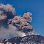 Etna torna in eruzione, doppia colata