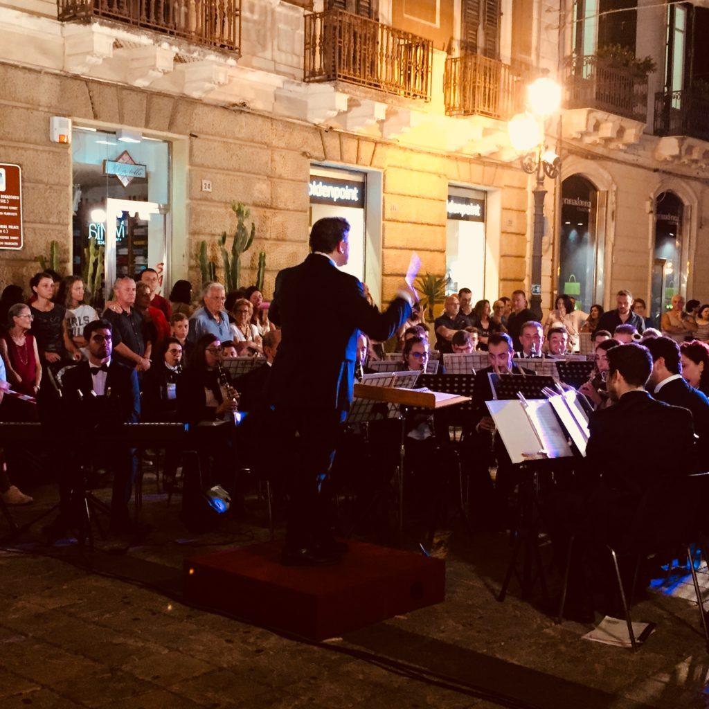 Milazzo, emozioni e musica sotto le stelle con la Banda Mascagni