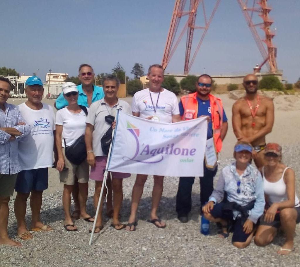 """Il nuotatore USA Tom Pritzker attraversata lo Stretto di Messina  e conclude la XIV di """"Un Mare da Vivere… senza Barriere"""""""