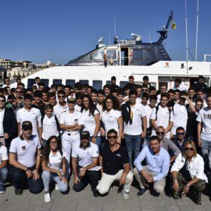 """Gli alunni dell'ITET """"Leonardo da Vinci"""" di Milazzo coinvolti nelle esercitazioni di evacuazione a bordo di un aliscafo Liberty Lines."""