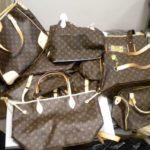 Gucci, Louis Vuitton, Nike e Adidas contraffatti a Capo d'Orlando, sequestri della Guardia di Finanza