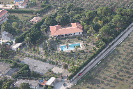 Mafia: confiscata villa con piscina a imprenditore Partinico