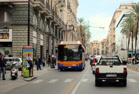 Sindaco Orlando, bus gratis a Palermo per chi paga le tasse
