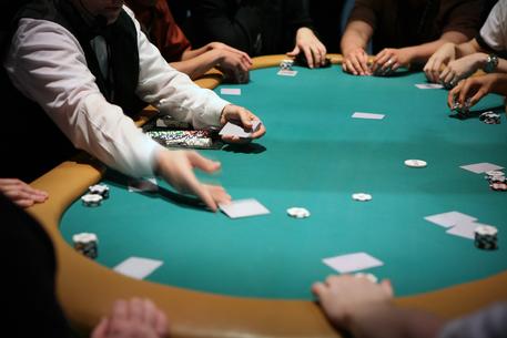 Truffa a giocatori d'azzardo, tre arresti in Sicilia