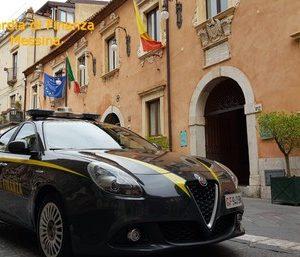 Taormina/ Intascava soldi bollette acqua,arrestato avvocato
