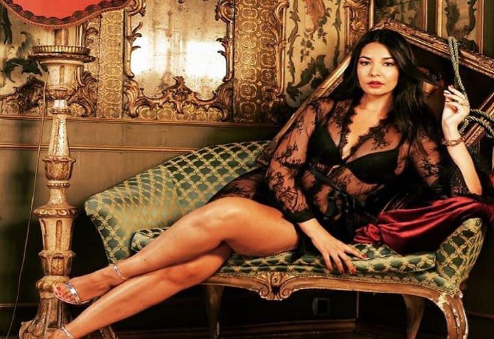 INCONTRI/ di Salvino Cavallaro –Elisa D'Ospina, bellezza curvy dotata di tanta intelligenza