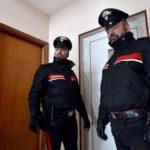 Gli nega soldi per droga, botte alla madre: arrestato 16enne