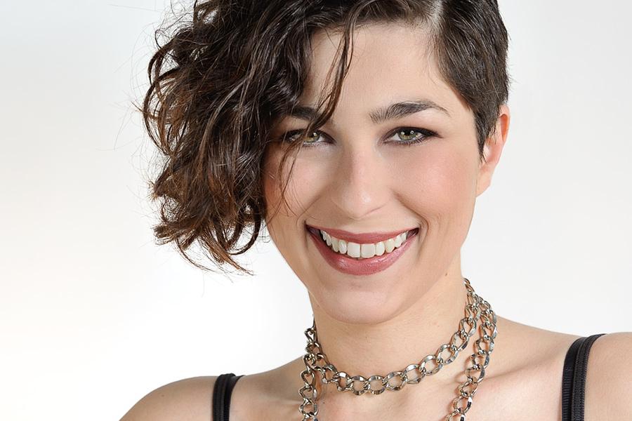 Incontri/ Chiara Papanicolaou, eclettica speaker radiofonica