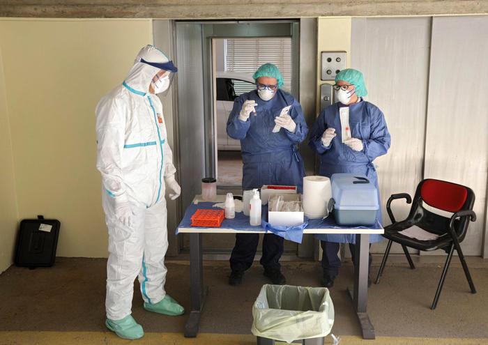 Coronavirus: 69 positivi in una casa di riposo, un morto