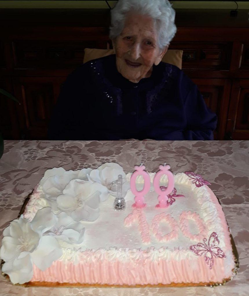 La signora Anna Cambria ha festeggiato 100 anni